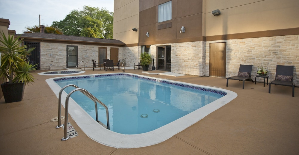 Pool, Holiday Inn Express & Suites Houston North-Spring Area, an IHG Hotel