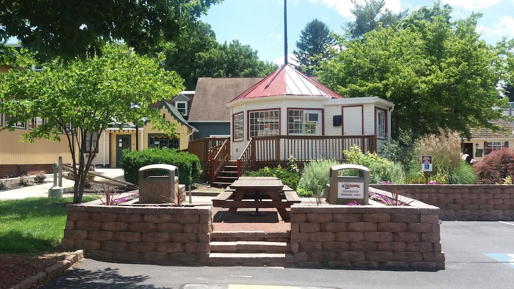 BBQ/Picnic Area, Inn at Cemetery Hill