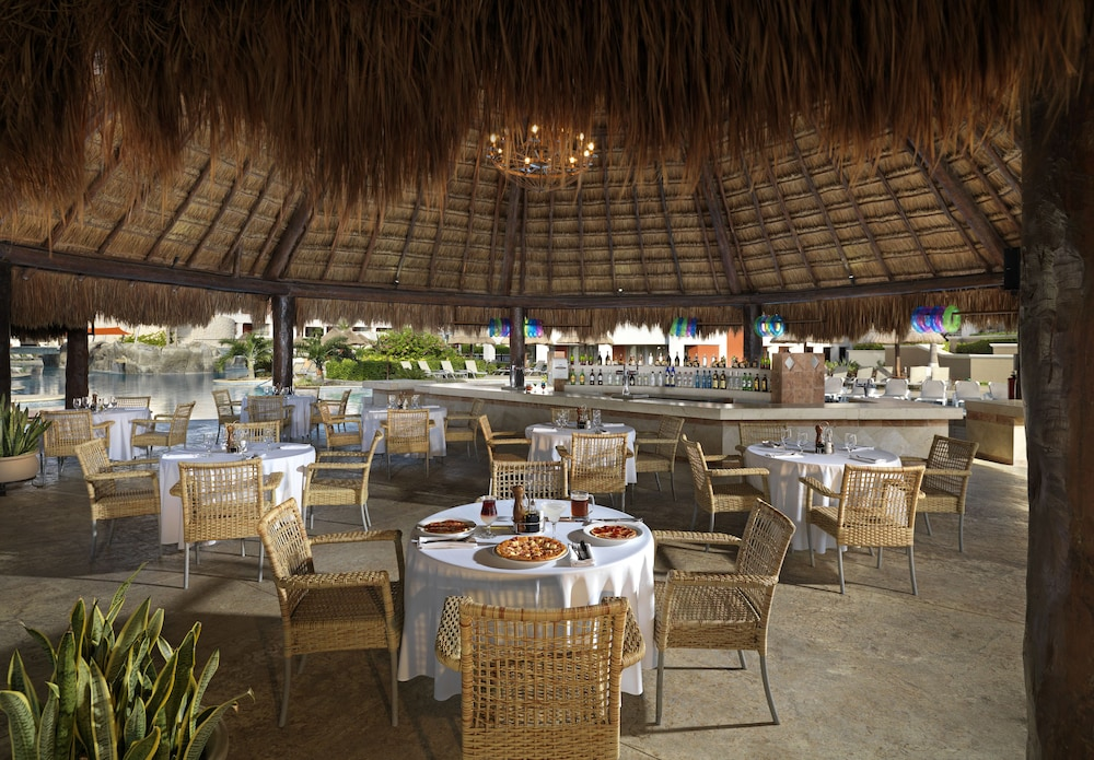 Outdoor Dining, Hard Rock Hotel Riviera Maya - All Inclusive