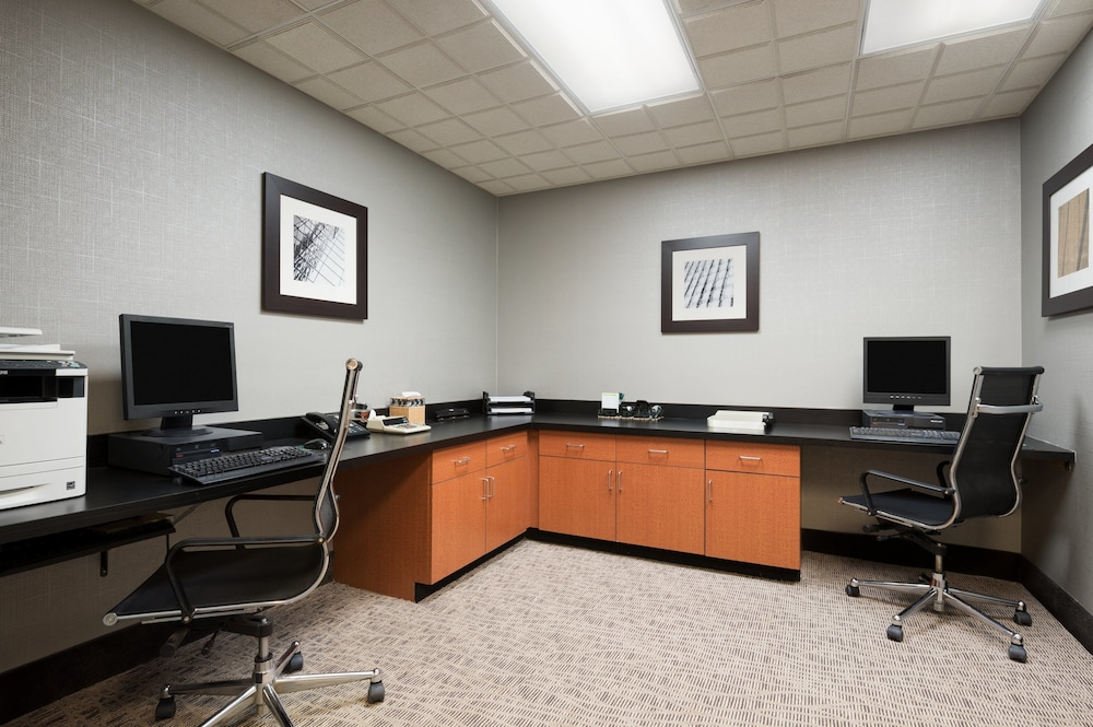 Business Center, Wingate by Wyndham - Fargo
