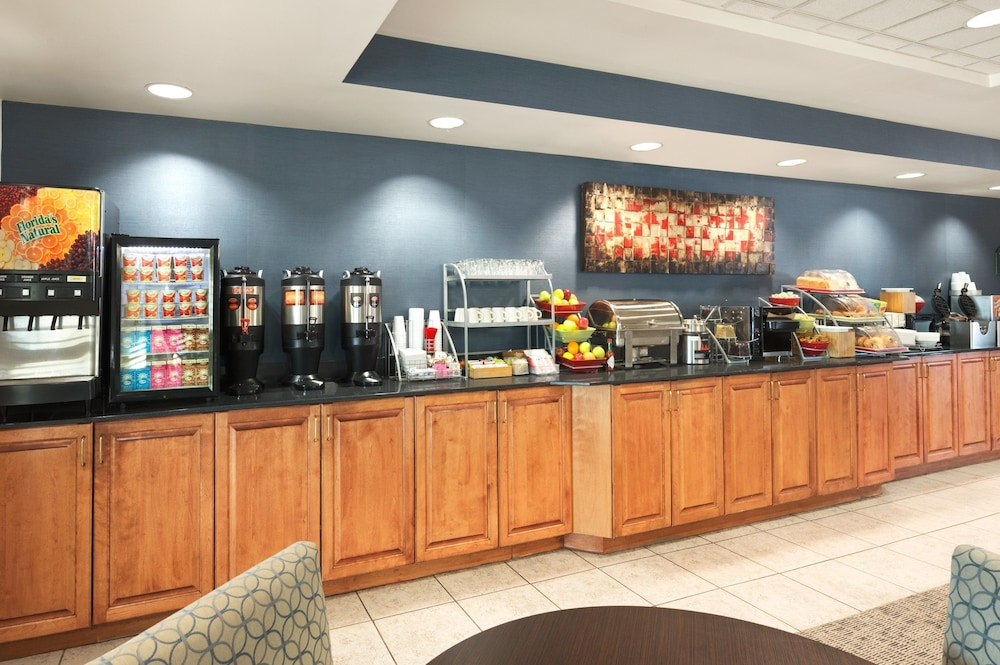 Breakfast Area, Wingate by Wyndham - Fargo