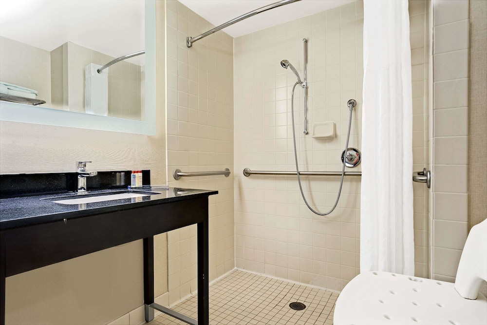 Bathroom, Wingate by Wyndham - Fargo