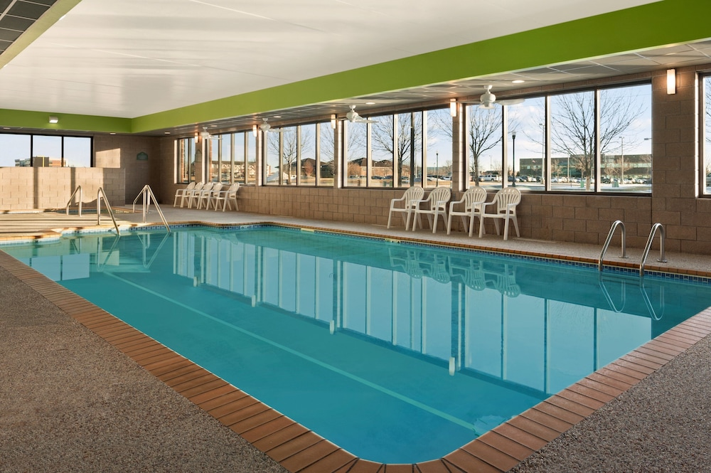 Indoor Pool, Wingate by Wyndham - Fargo