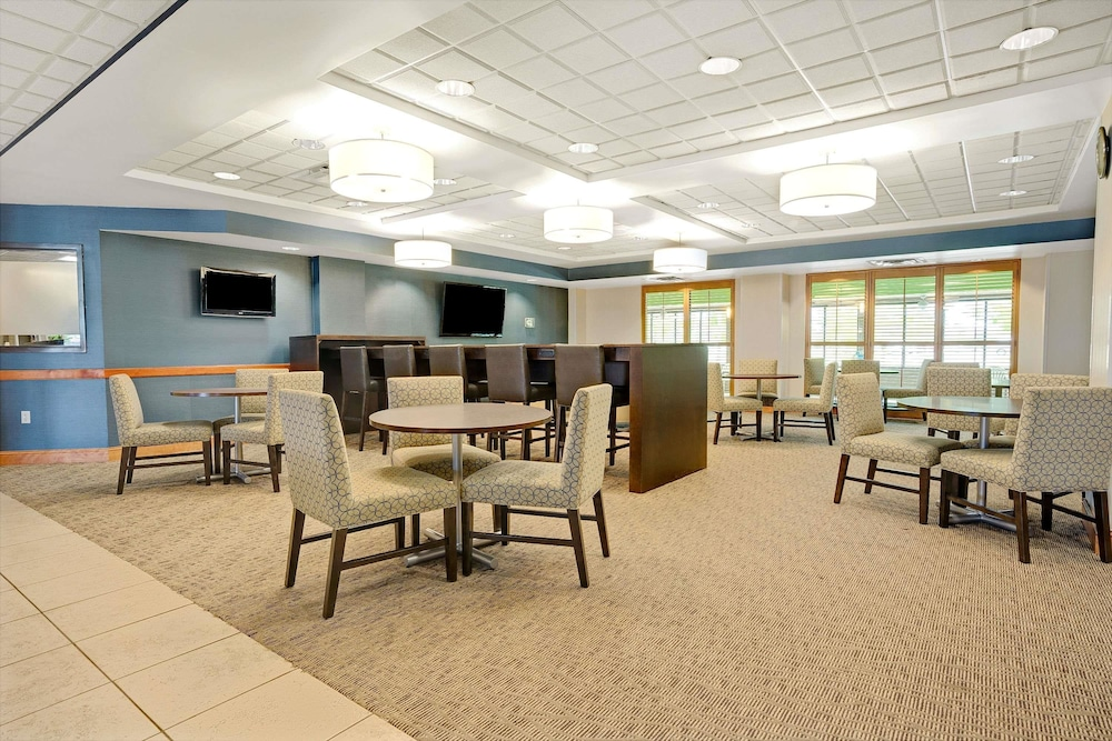 Lobby, Wingate by Wyndham - Fargo