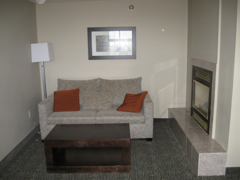 Living Area, Wingate by Wyndham - Fargo