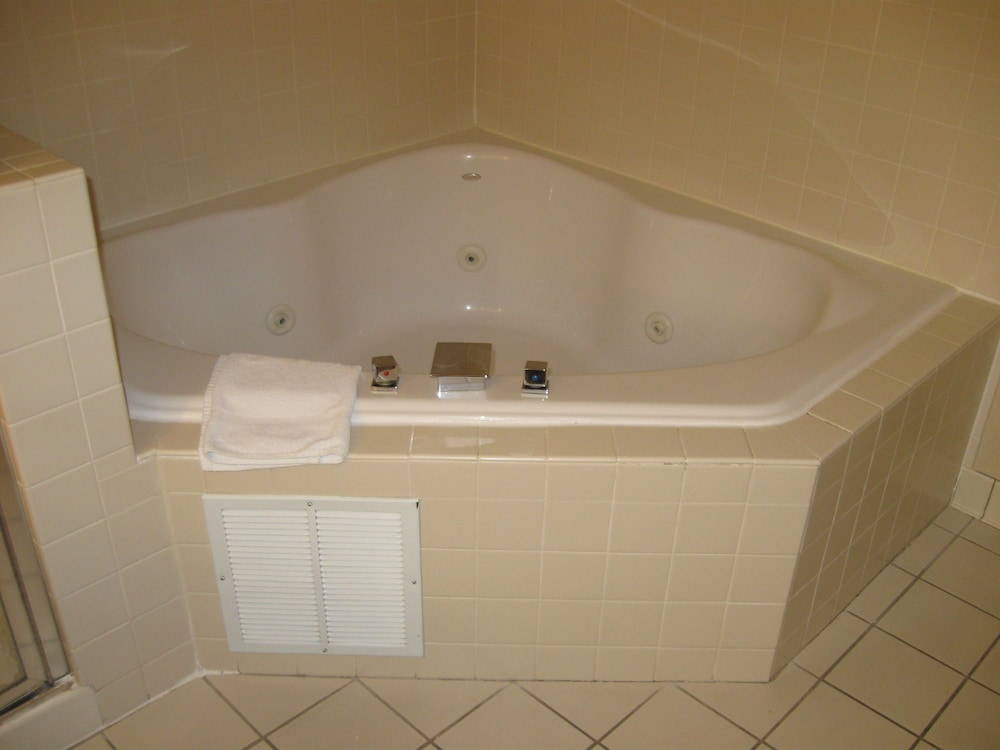 Jetted Tub, Wingate by Wyndham - Fargo