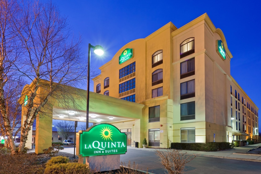 La Quinta Inn And Suites Garden City Long Island