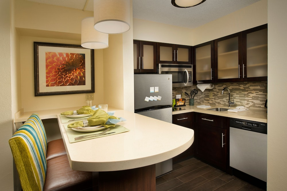 Private Kitchenette, Staybridge Suites Miami Doral Area