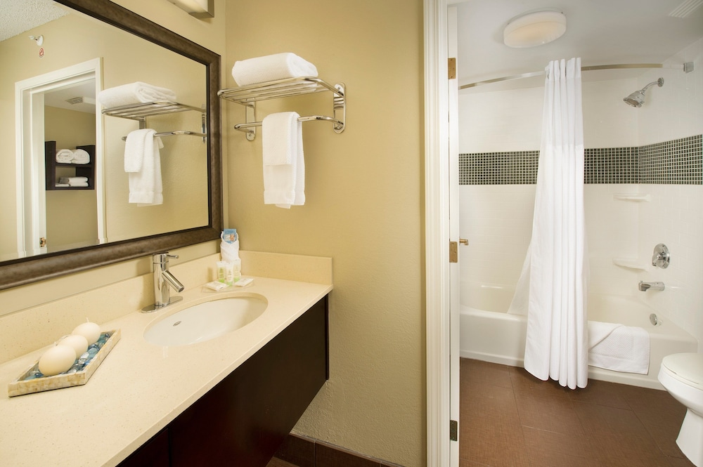 Bathroom, Staybridge Suites Miami Doral Area