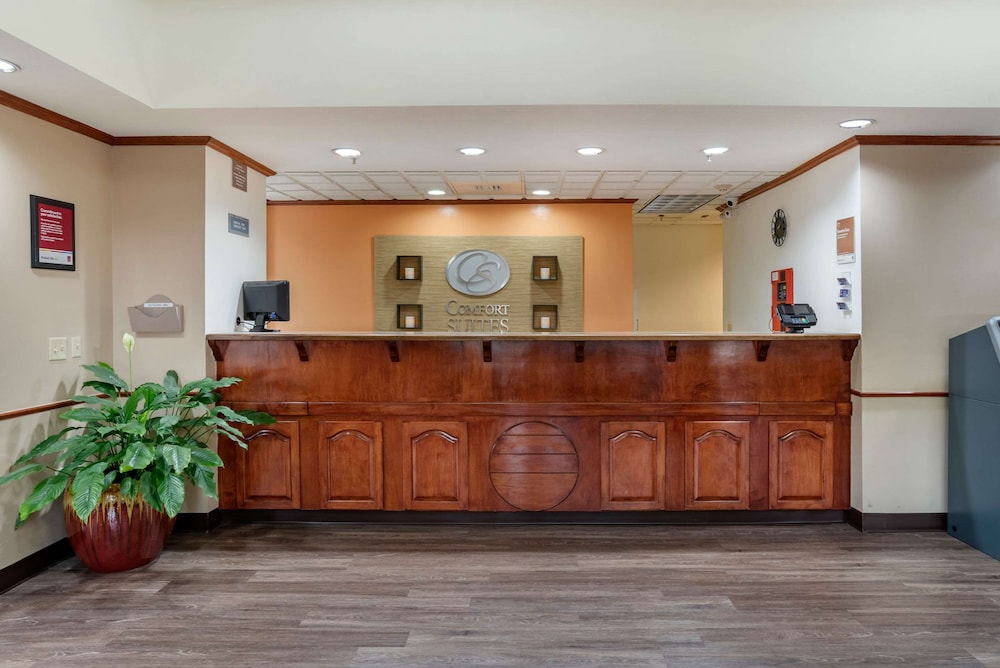 Lobby, Comfort Suites Airport