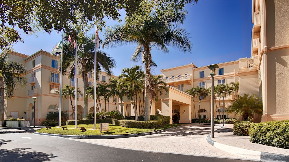 Front of Property, Hilton Naples