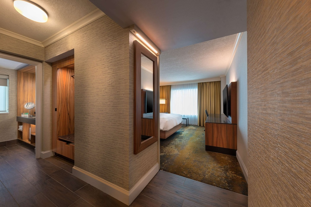 Room, Hyatt Regency Calgary