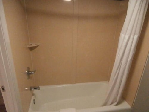Bathroom, Quality Inn & Suites Oceanfront