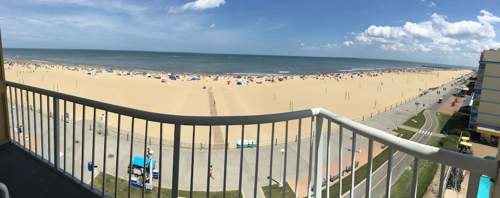Balcony, Quality Inn & Suites Oceanfront