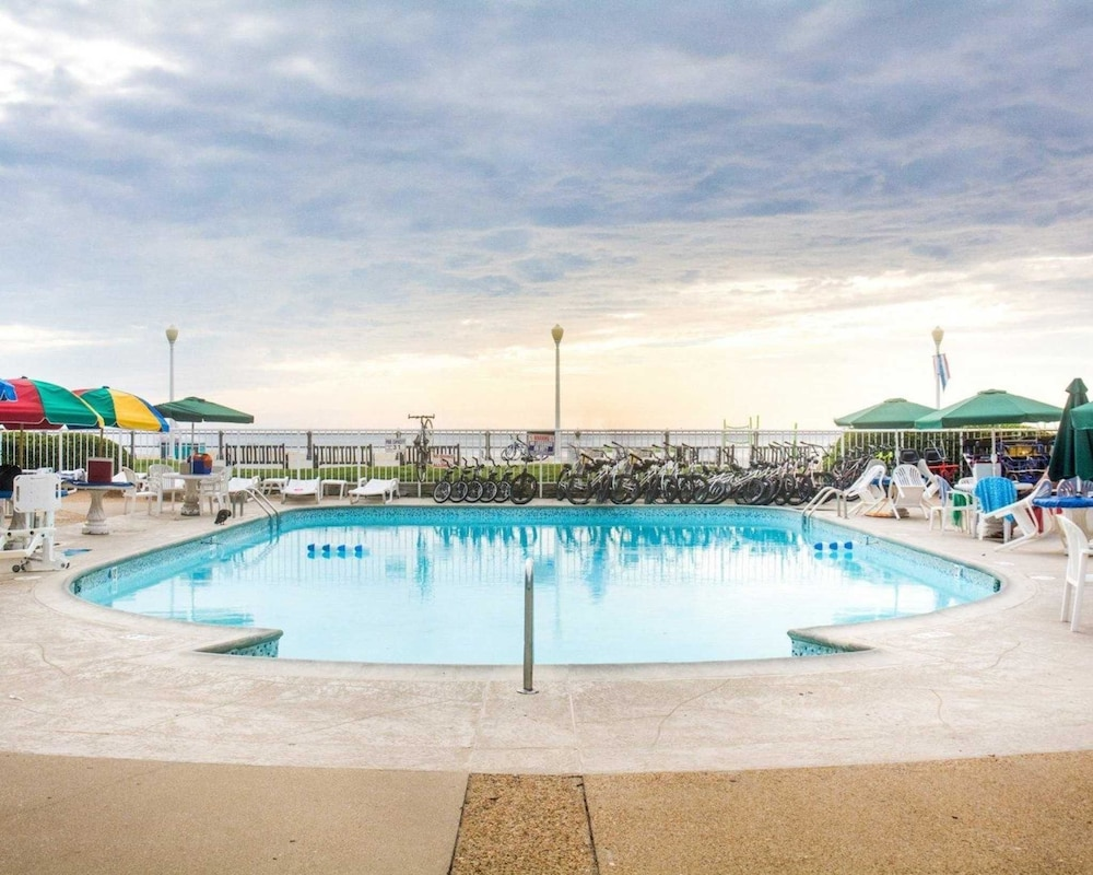 Pool, Quality Inn & Suites Oceanfront