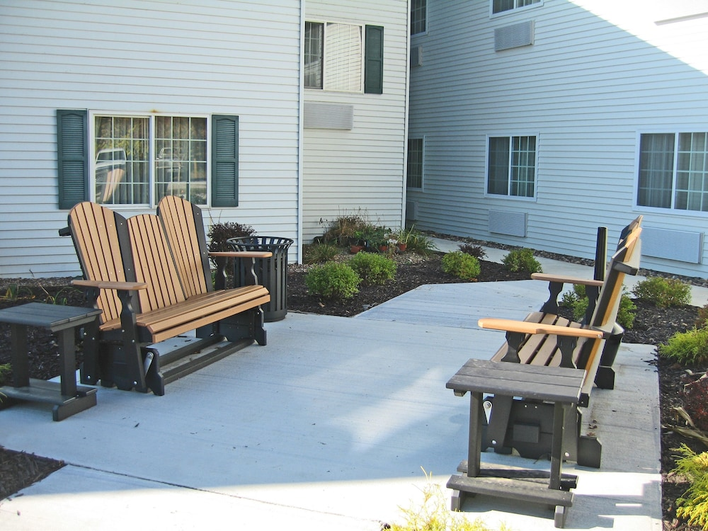 Terrace/Patio, Savanna Inn & Suites