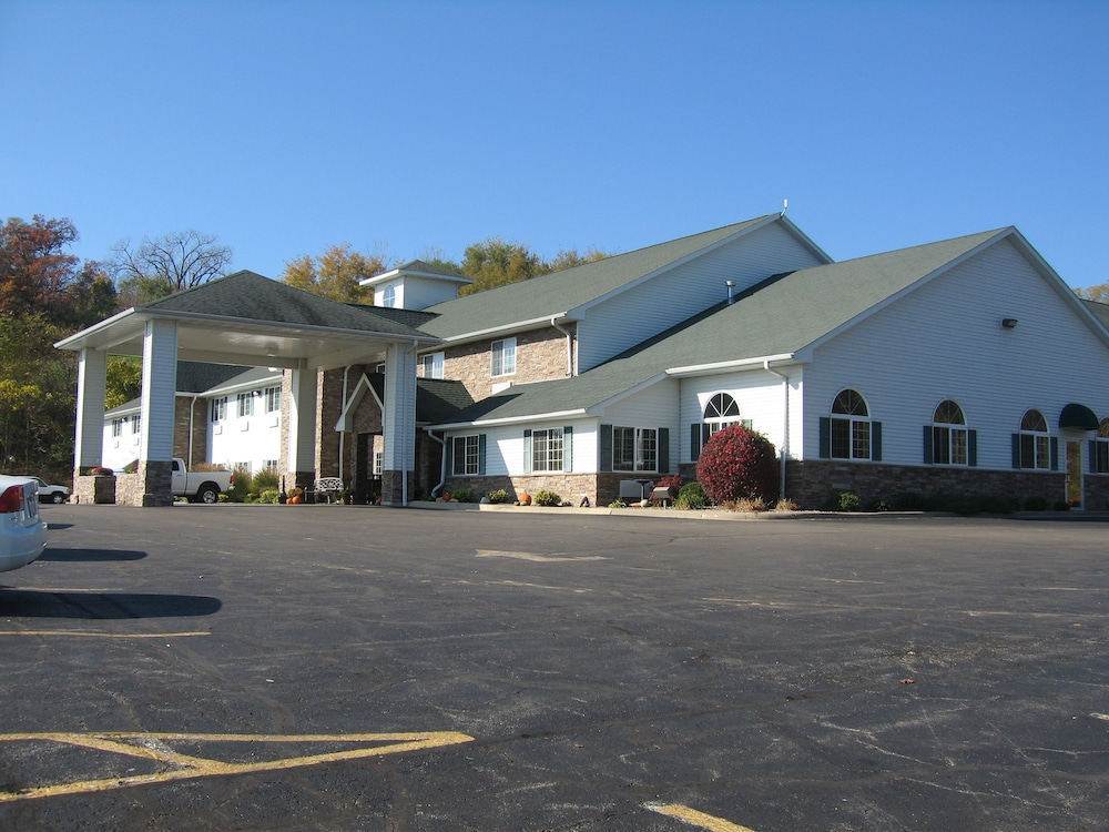 Front of Property, Savanna Inn & Suites