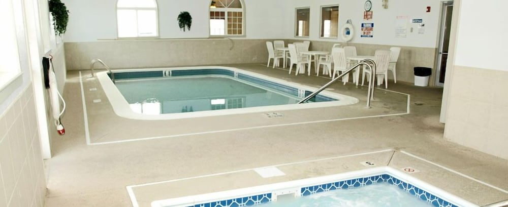 Indoor Pool, Savanna Inn & Suites
