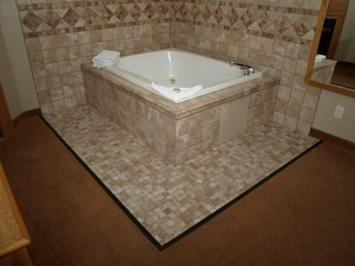 Jetted Tub, Savanna Inn & Suites