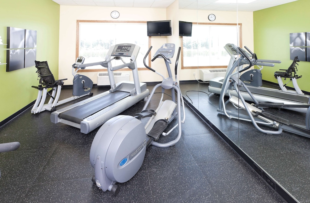 Fitness Facility, Country Inn & Suites by Radisson, Chanhassen, MN