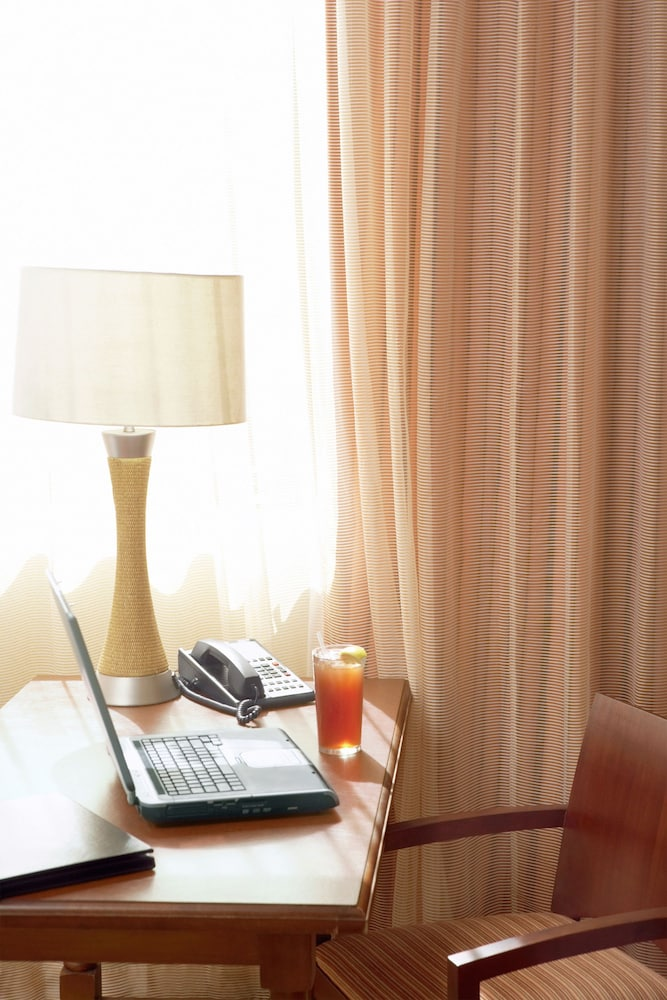 In-Room Business Center, Country Inn & Suites by Radisson, Chanhassen, MN
