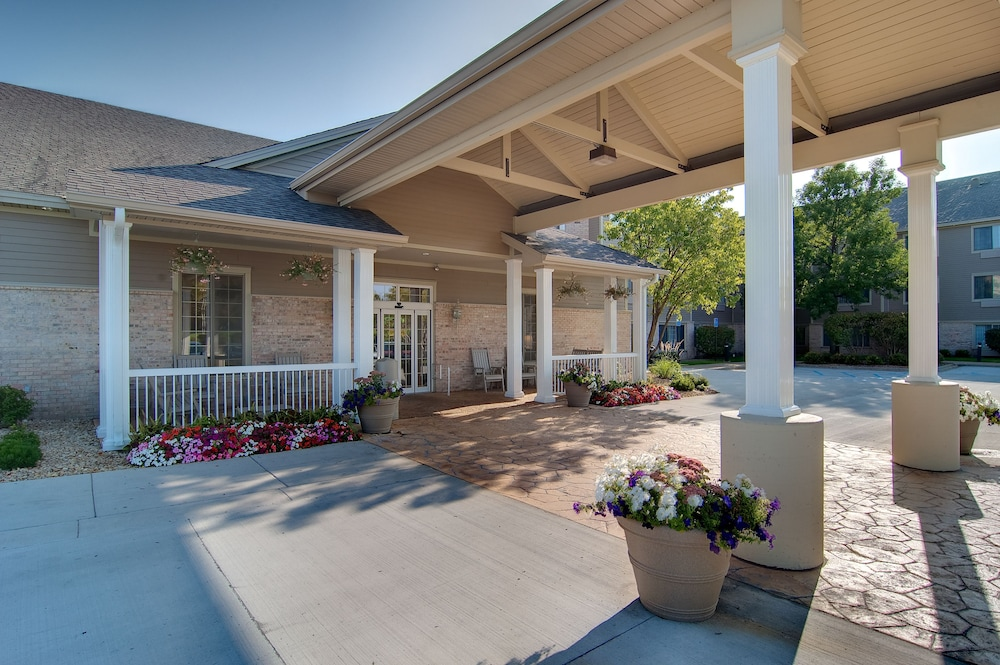 Property Entrance, Country Inn & Suites by Radisson, Chanhassen, MN