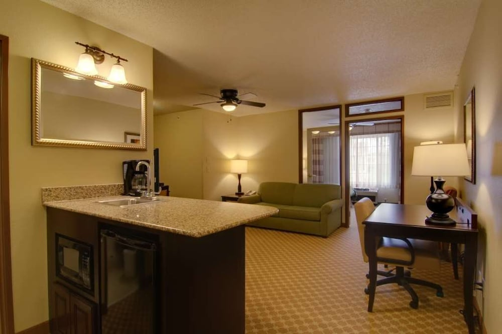 Room, Country Inn & Suites by Radisson, Chanhassen, MN