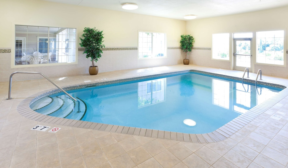 Indoor Pool, Country Inn & Suites by Radisson, Chanhassen, MN