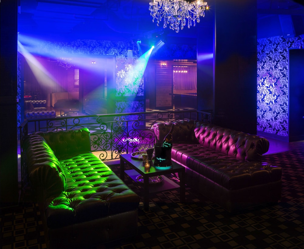 Nightclub, Ramada by Wyndham Vancouver Downtown