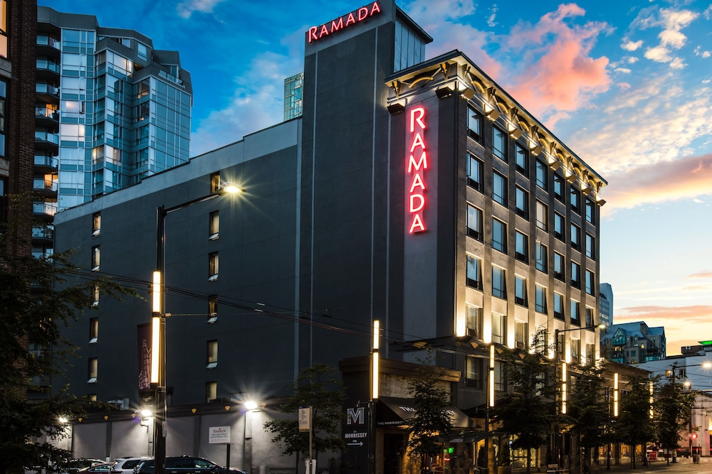 Front of Property - Evening/Night, Ramada by Wyndham Vancouver Downtown