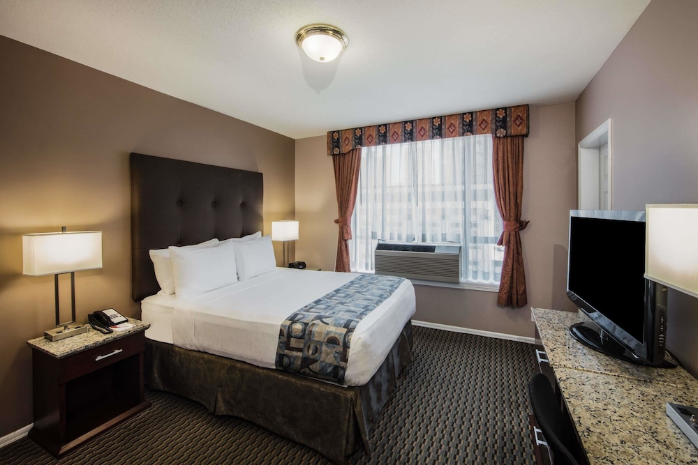 Room, Ramada by Wyndham Vancouver Downtown