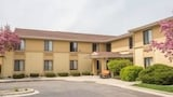 Super 8 Germantown Milwaukee - Germantown Hotels