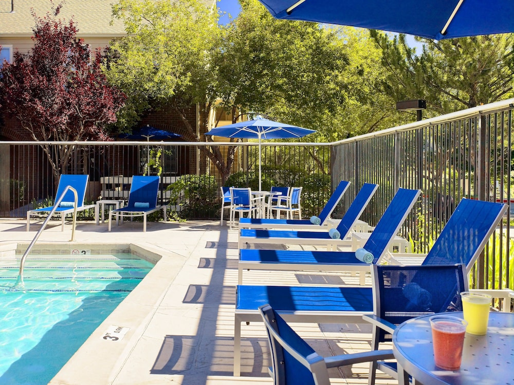 Outdoor Pool, Sonesta ES Suites Charlotte Arrowood