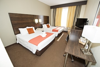 Standard Room, 2 Queen Beds, Accessible, Bathtub - Guestroom