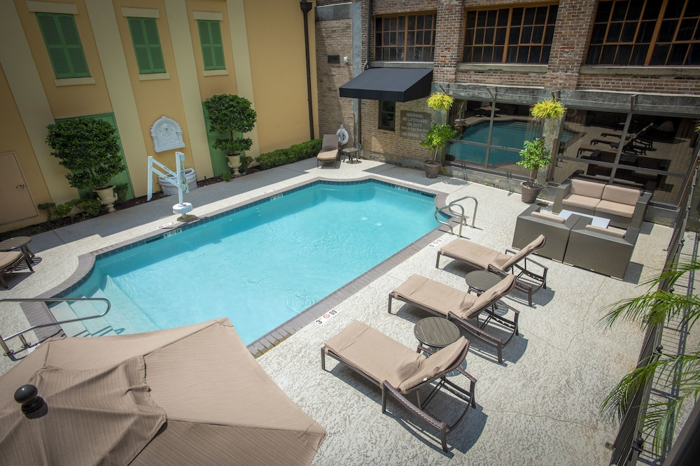 Outdoor Pool, Hampton Inn & Suites New Orleans Convention Center