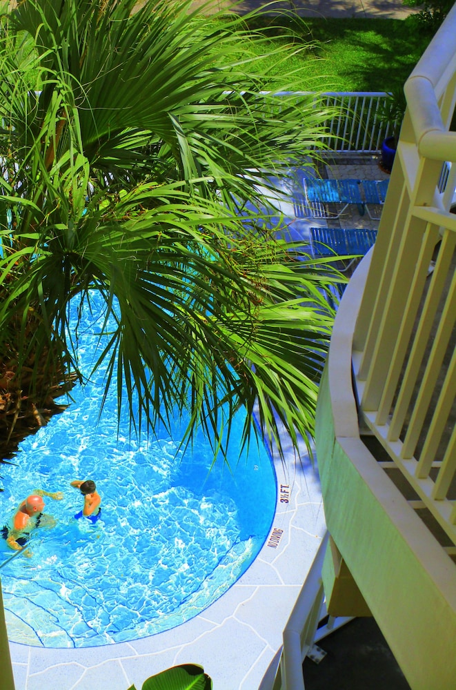 Outdoor Pool, Chart House Suites on Clearwater Bay