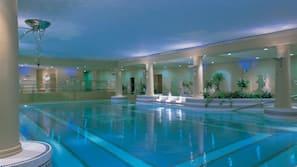 2 piscines couvertes, chaises longues, maîtres-nageurs sur place