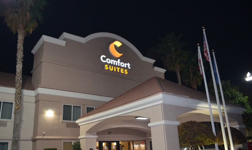 Front of Property - Evening/Night, Comfort Suites
