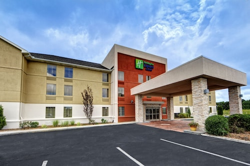 Great Place to stay Holiday Inn Express & Suites Crossville near Crossville