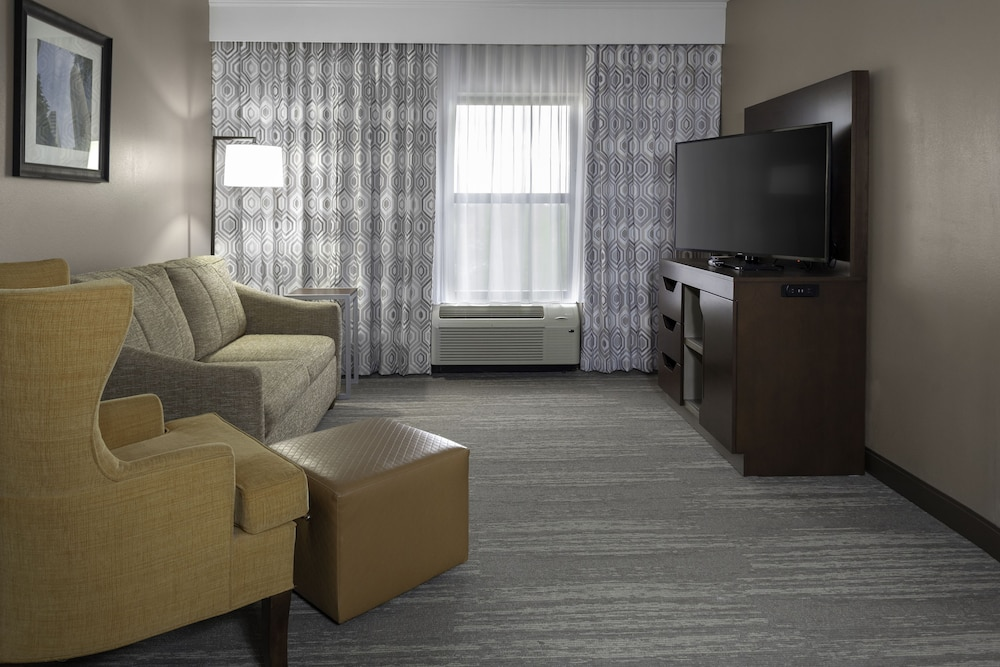 Living Area, Hampton Inn & Suites Concord/Charlotte