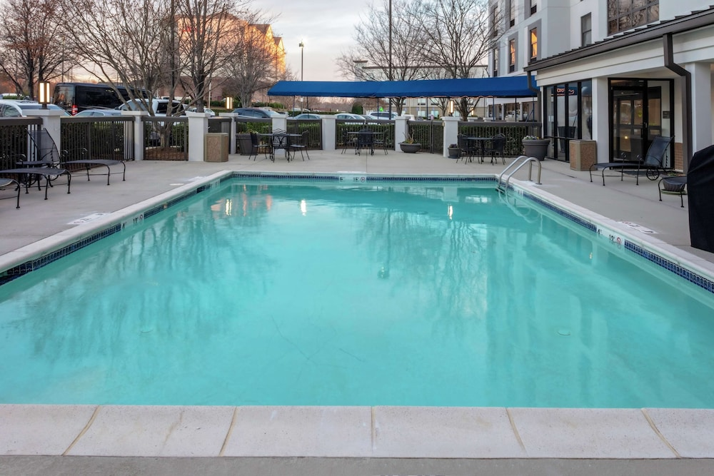 Pool, Hampton Inn & Suites Concord/Charlotte