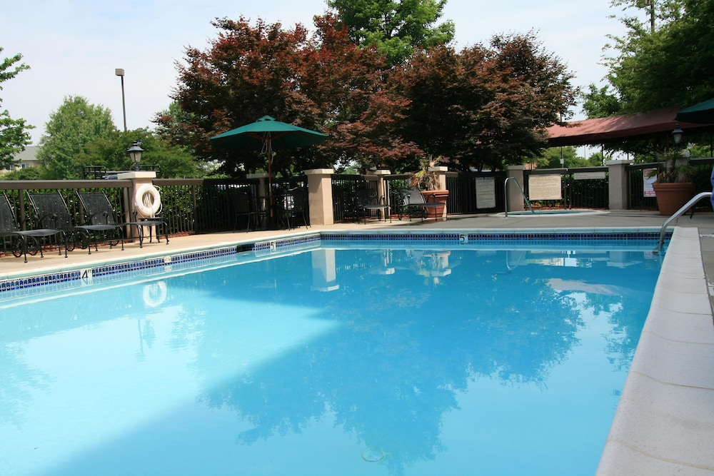 Outdoor Pool, Hampton Inn & Suites Concord/Charlotte