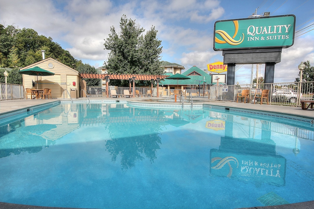 Outdoor Pool, Quality Inn And Suites Dollywood