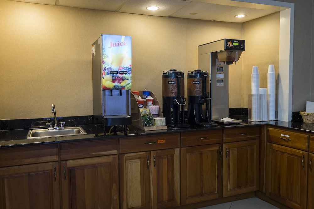 Coffee and/or Coffee Maker, Red Roof Inn Virginia Beach - Norfolk Airport