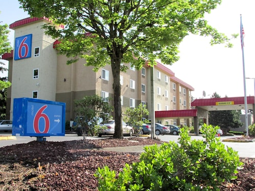Great Place to stay Motel 6 Portland - Wilsonville near Wilsonville