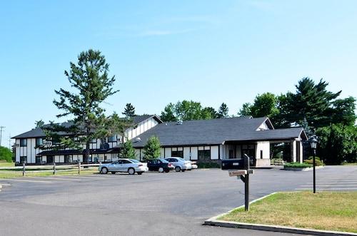 Amerivu Inn And Suites Hayward Wi