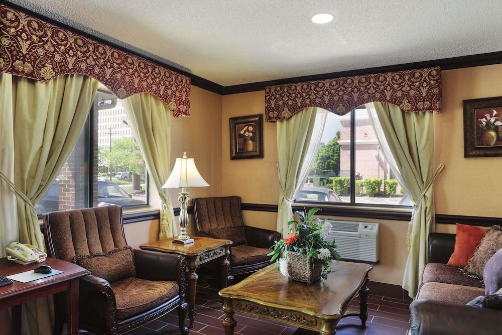 Super 8 By Wyndham Taylor/Detroit Area In Detroit | Hotel Rates U0026 Reviews  On Orbitz