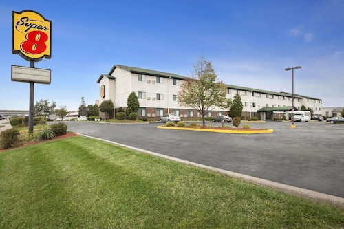 Great Place to stay Super 8 by Wyndham Milwaukee Airport near Milwaukee