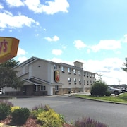 Super 8 by Wyndham Latham/Albany Troy Area