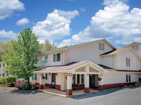 Super 8 by Wyndham Newburgh/West Point Near Stewart Airport